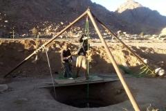Los trabajos de excavación de los pozos en Santa Caterina (Egipto, Sinaí)